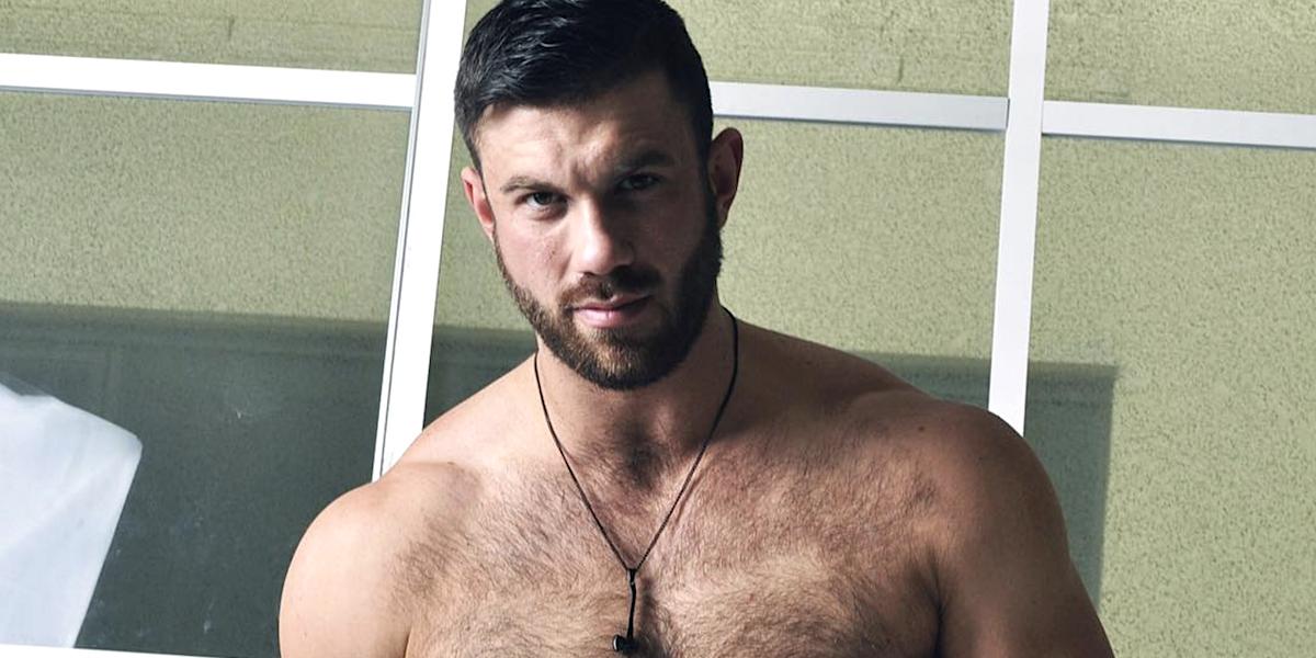 Nackt gay mann Man Porn