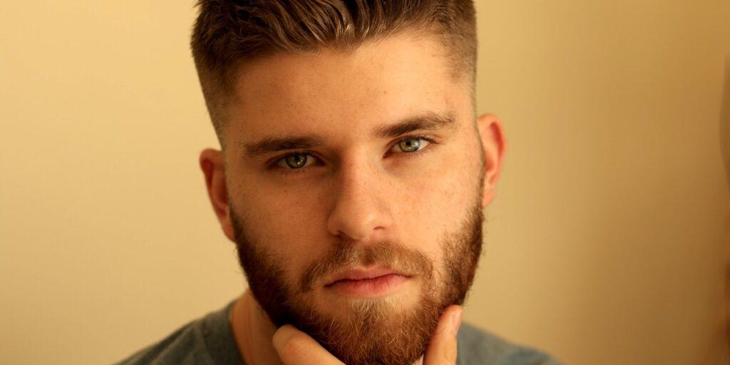 Studie verrät, ob schwule Männer auf behaarte oder glatte